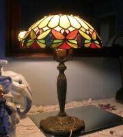VTG STAINED GLASS TIFFANY STYLE MULTI COLOR BUTTERFLY MOTIF LAMP