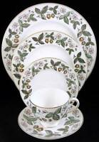 Wedgwood STRAWBERRY HILL 5 Piece Place Setting Bone China GREAT CONDITION