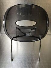 "fauteuil design, XXème  "" sintesi "" R&F CANTARUTTI , modèle "" eye "" Plexiglas"