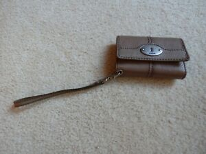 NEW WITHOUT TAGS FOSSIL SMALL GRAY  GENUINE LEATHER WALLET WRISTLET