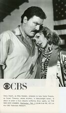 STACY KEACH COMFORTS GENIE FRANCIS THE NEW MIKE HAMMER ORIGINAL '86 CBS TV PHOTO