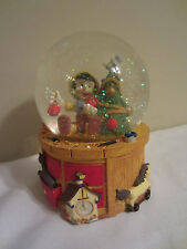 Enesco Disney Pinocchio Christmas Glitter Musical Snowglobe Deck the Halls