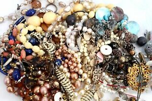935gr Job Lot Of Costume Jewellery For Arts & Crafts - Various Pieces - T04