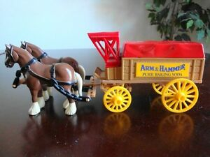 "Vintage Ertl Horse & Wagon Diecast  Bank w/ Locker & Key -""Arm & Hammer"",  Mint"