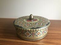 VINTAGE ROUND TIN CONTAINER ENAMELED FLORAL DESIGN COVER KNOB MADE IN ENGLAND