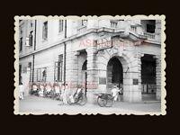 1940s RICKSHAW MAN AMERICAN EXPRESS BUILDING BRITISH BANK Hong Kong Photo #1837
