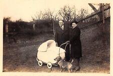 Foto Mann und Frau mit Kinderwagen Dackel Hund Reichenbach i. V. vor 1945 (5)
