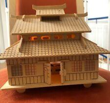 Asiatisches Holzhaus - beleuchtet -