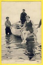 cpa Sur la PLAGE BAIGNEUSE et MARINS Barque Sauveteurs Sailors Bathing beauty