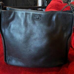 CHANEL CC logo shoulder bag, black leather authentic vintage Italy collection
