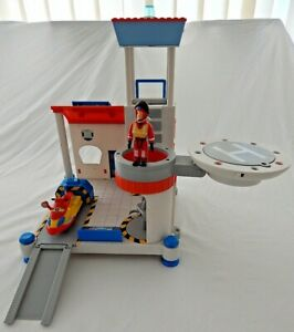 FIREMAN SAM FIGURE AND OCEAN RESCUE PLAYSET WITH JET SKI
