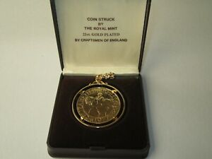 ELIZABETH II SILVER JUBILEE 1977 - 22CT GOLD PLATED COIN & CHAIN - BOXED