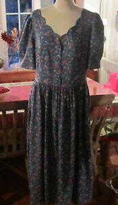 VINTAGE LAURA ASHLEY TEA DRESS. IN EXCELLENT CONDITION. SIZE 14.
