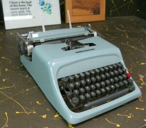 Olivetti Underwood typewriter w/ case - working well
