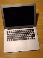 Apple Macbook Air 2017 - i5, 8GB RAM, 128GB SSD - FOR PARTS - NOT WORKING