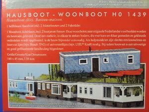 Busch 1439 Hausboot hellesblaues inkl 2 Motorbooten und 2 Fährräder.