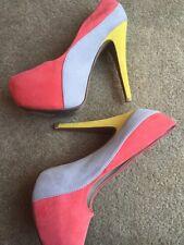 Women's Qupid Fun Coral Color Blocked Suede Platform Closed Toe Heels Sz 8