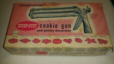 EUC Vintage Wear Ever Trigger Quick Cookie Gun and Pastry Decorator