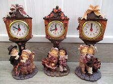 3 horloges en résine avec figurines / clock