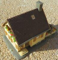 Für Slotcar Modellbahn -- H0 -  Wohnhaus (P/L55)