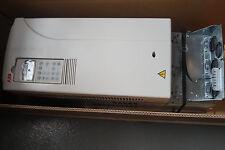 ABB ACS800-31-0016-3+E200  Frequenzumrichter  mit Bedienfeld