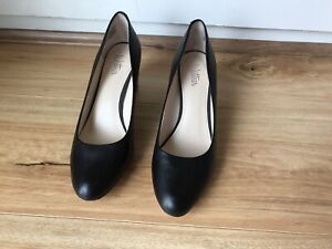 WITTNER 'Noelle' Black All Leather Round Toe Pumps Size 38 EUC