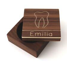 Zahndose für Milchzähne mit Namen aus Holz, Nussbaum