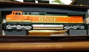 Athearn HO Scale  BNSF C44-9W Powered Diesel Locomotive #4324
