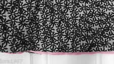 HELEN WANG BLACK DAISY EMBROIDERED  PINK LINED ABOVE KNEE SKIRT SIZE 12
