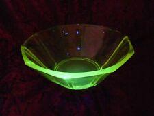 Uranglas Grünglas Uraniumglass 10-eckige Schale hellgrün/gelb leuchtend