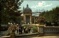 Wiesbaden alte Postkarte 1908 datiert Partie am Kochbrunnen Personen ungelaufen