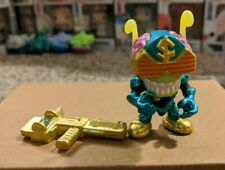 Treasure X Aliens Sergeant Stun GITD - Cosmic Commanders Action Figure with gun