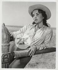 ELIZABETH TAYLOR Cowgirl Look HAT Tournage Giant STEVENS Photo 1956