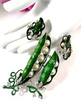 RARE CROWN TRIFARI RHODIUM FAUX PEARL EMERALD ENAMEL PEA POD BROOCH EARRINGS SET