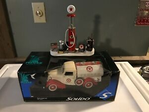 1/18 Custom Made Texaco Gas Pump Island Diorama & Solido 1936 Ford Tanker Truck