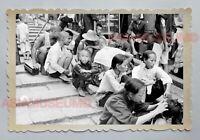 BOY WOMEN STEPPED POTTINGER STREET SCENE B&W HONG KONG VINTAGE Photo 22935 香港旧照片