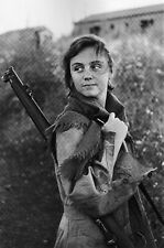 Spanish loyalist in Civil war armed with British Lee Enfield rifle Photo 4x6 Z
