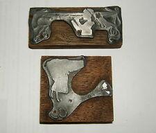 2 PLAQUE IMPRIMERIE PLOMB  SUR BOIS  DECOR PERSONNAGE ART NOUVEAU 1900