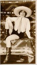 Femme c. 1930 - Sexy Chapeau Bottes Short - AN 36