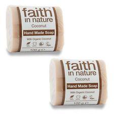 Savons et produits de bain et de soin du corps en noix de coco