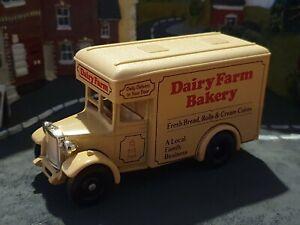 Lledo 1934 Dennis Parcels Van (Dairy Farm Bakery)