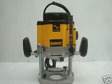 BRAND NEW DEWALT DW625 DW625E PLUNGE ROUTER 240V  (ROUTER ONLY)