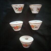 Cinq bobèches en porcelaine décor de fleurs, de roses  pour lustre
