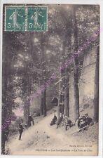 CPA 77160 PROVINS Les fortifications le trou au Chat photographe hommes ca1910
