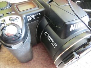 Nikon Coolpix 5700 vintage camera Comes with 3 batteries, strap, charger and USB