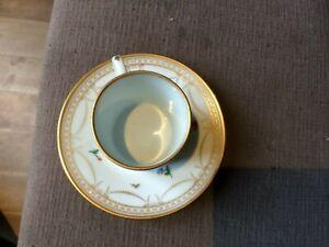Tasse en porcelaine de Nyon ? suisse  - marque au poisson XVIIIe a decor floral
