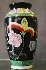 Vaso in porcellana decorato floreale su sfondo nero stile Cina Estremo Oriente