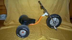 """Vintage 1970's AMF """"THE HUGGER"""" Tricycle old toy pedal car"""
