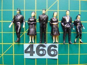 6  x plastic model figures