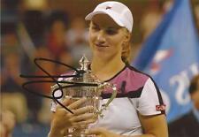 Tennis: Svetlana Kuznetsova signé 6x4 Trophée Action PHOTO + COA * Wimbledon 2015 *